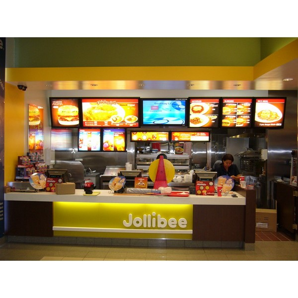 fast food outlets The company expanded very quickly and is now one of the biggest fast-food chains in the world they basically serve pizza, pasta and other italian-american cuisine, along with submarines, sandwiches, wraps and desserts.